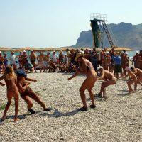 Beach Rope Pull Fighting