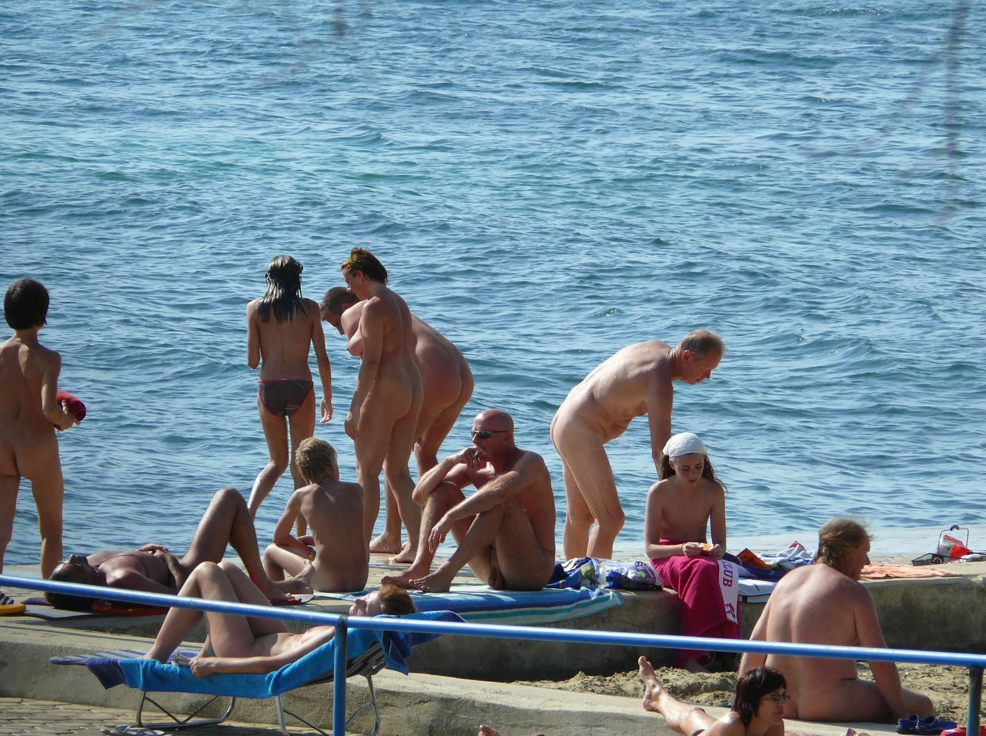 Nudist Photos Sunnyside Group Shower - 1
