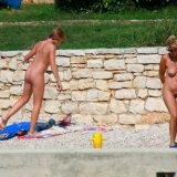 Nudist Pictures Ula FKK Wall-Side Families - 1